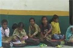 children rushing in school  children forced to read in stink