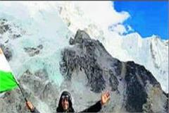 engineer jindal hoisted tricolor on the base camp of mount everest
