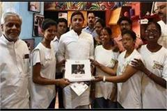 akhilesh meets today s acid attack victims on the verge of closure