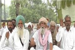 farmers  dharna continues on third day