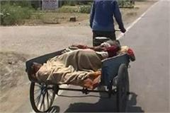 sick mother took the hospital on a rickshaw
