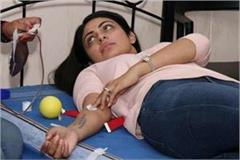 neeru bajwa donate blood