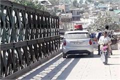 former minister s vehicle pass on closed road for traffic