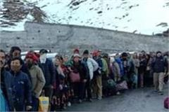 250 laborers stranded between snow relief on diwali