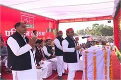 both governments can not provide water to the toilet but akhilesh yadav