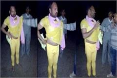 man caught in woman s dress people handed over to police