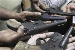 4smugglers including illegal weapons were arrested