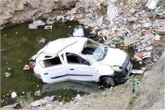 car fall into deep ditch death of one 2 injured