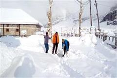2 feet snowfall in rohtang pass increased trouble of people of lahaul