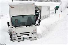 four truck stranded in rohtang pass driver rescue