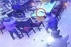 10 lakh looted at shyamah hard ware iron store on gun poin
