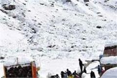100 stranded people in rohtang in 15 vehicles