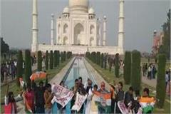 on the taj mahal pm modi murdabad and watchman chor hai slogans
