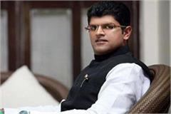 dushyant showed his way to bjp with the light of mobile