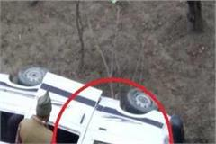 kullu manali route van fell in ditch