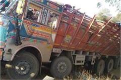 uncontrolled truck overturns in shivpuri 5 killed