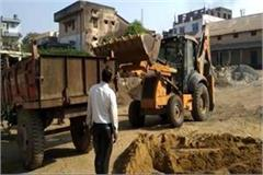 sdm came to know about illegal sand storage caught the contractor with collar