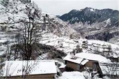 15 feet snowfall in thamsar pass bada bhangal cut off from the world