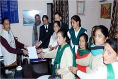 asha workers union hand over the memorandum to cmo