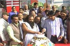 people celebrated 47th birthday of bhiwani by cutting 47 kg cake