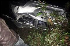 vehicle fall into ditch  death of 2 7 injured