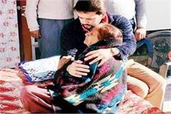 anurag thakur get emotional during met with martyr  s mother