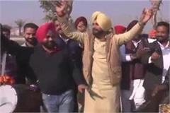 navjot sidhu celebrates the lohri festival