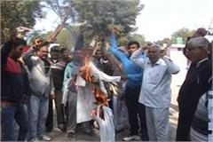 jangra society blasts education minister effigy