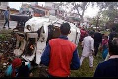 a tempo traveler toppled as 12 people got injured in amb