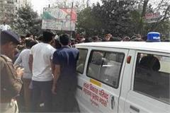villagers kept the dead body at manesar imt chowk