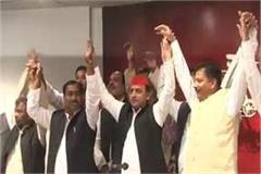 swami prasad maurya s nephew left bjp including hundreds of supporters