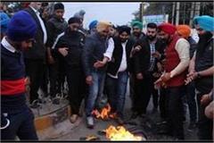 youth akali dal blasts jagdish tytler s effigy at jalandhar
