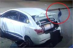stealing purse by car in cyber city police said find it yourself