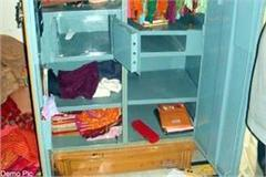 thieves enter into the house clean hand on jewelery worth 1 63 lakhs