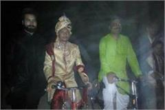 groom rider on bicycle for marriage