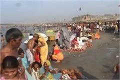 thousands devotees plunge into sangam city on buddha purnima
