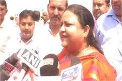 anupama jaiswal on torn shoe said it is not possible to maintain proper