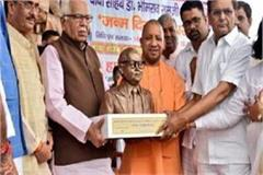 opposition to give dalit mitra to yogi sr darapuri detained in custody