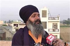 sikh satnam singh who is heavily on hundreds of demonstrators
