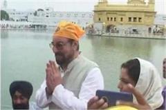 bollywood actor kabir bedi in teesa maatha in harimandir sahib