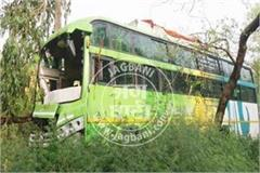 bus filled with devotees collided with trees riders injured