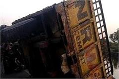 a tractor full of bricks refuse in agra canal death on driver s chance