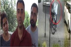 breaking glasses of nri car and stolen jewelry