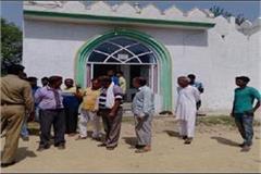 60 year old elderly in the mosque sheds slander people in terror