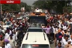 cm captain in shah rally riding on ac chariot