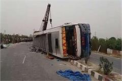 tourist bus reverses uncontrolled in mainpuri 17 die of painful death