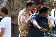 akshey kumar wear dhoti kurta on shoot
