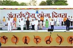 cm shivraj chauhan did yoga with thousands of people in bhopal