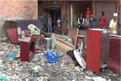 luggage of tenant thrown in garbage
