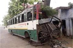road accidents continue to rise bus collides with trees in bulandshahr